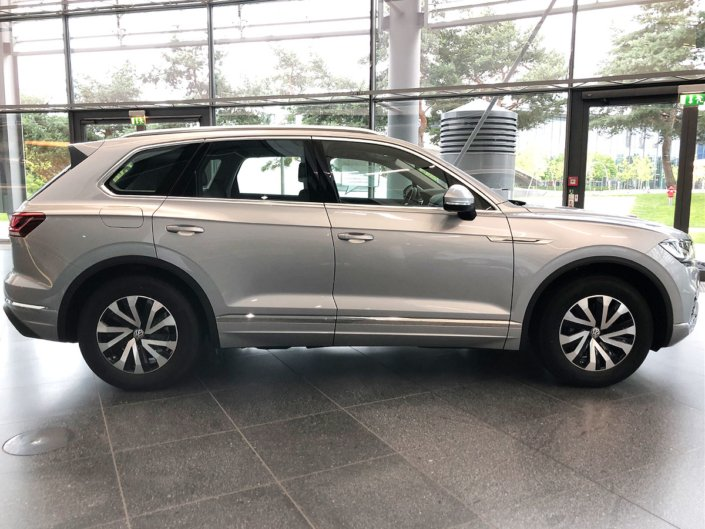 2018 Volkswagen Touareg in Germany - Side