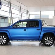 Side view of the VW Amarok in matte blue