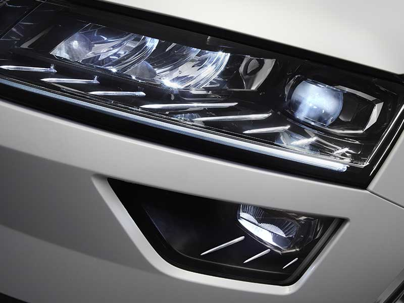 Dynamic LED headlights and cornering lamps on the Karoq