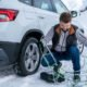 Snow chains being fitted to a ŠKODA Karoq.