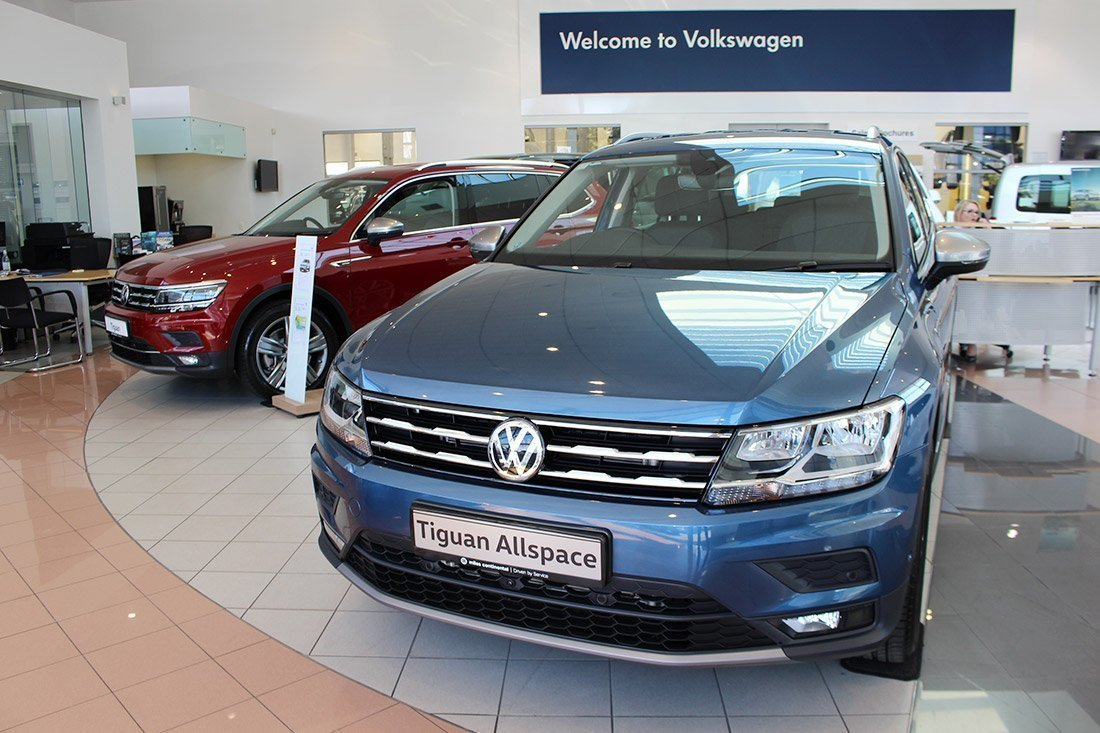 Tiguan Allspace in Blue Silk and Ruby Red