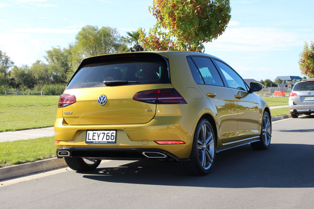 team review of the volkswagen golf r line miles continental. Black Bedroom Furniture Sets. Home Design Ideas